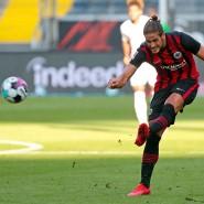 Ein Geschenk an sich selbst: An seinem 26. Geburtstag trifft Eintracht-Stürmer Gonçalo gegen Monaco ins Tor.