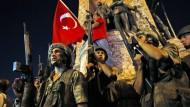 Umsturz gescheitert: Soldaten am Abend des 16. Juli 2016 in Istanbul
