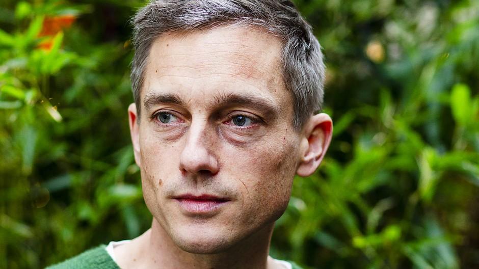 Die Augenringe hatte ich schon als Kind: Volker Bruch nach dem F.A.S.-Interview in Berlin.