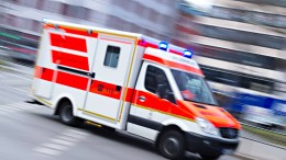 Junger Mann stirbt bei Autounfall – Schwerverletzter bei Holzarbeiten