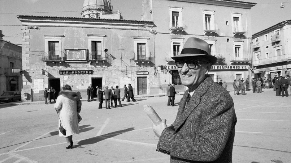 Der Schriftsteller in seiner Stadt: Gesualdo Bufalino in Comiso, aufgenommen 1980