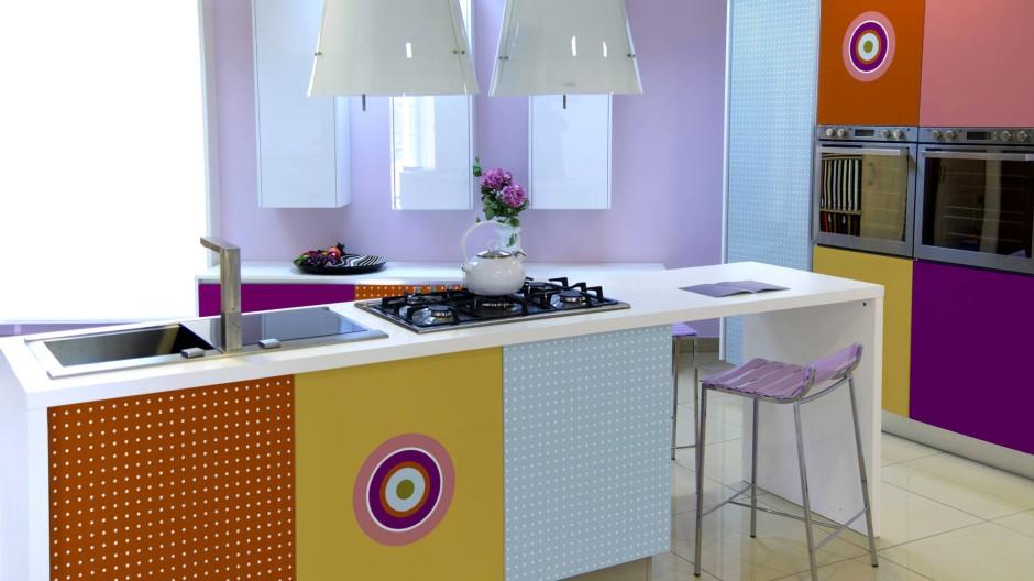 Wie kombinierte Accessoires alte Küchen erneuern