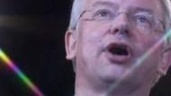 Koch legt angeblich Ende 2010 politische Ämter nieder