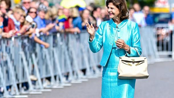Königin Silvia für ihren Einsatz für Kinderrechte geehrt