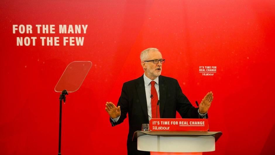 Wahlkampf in Großbritannien: Labour-Parteichef Jeremy Corbyn fordert die Wieder-Vergesellschaftung der Eisenbahnen, der Wasser-, Gas- und der Stromversorger.