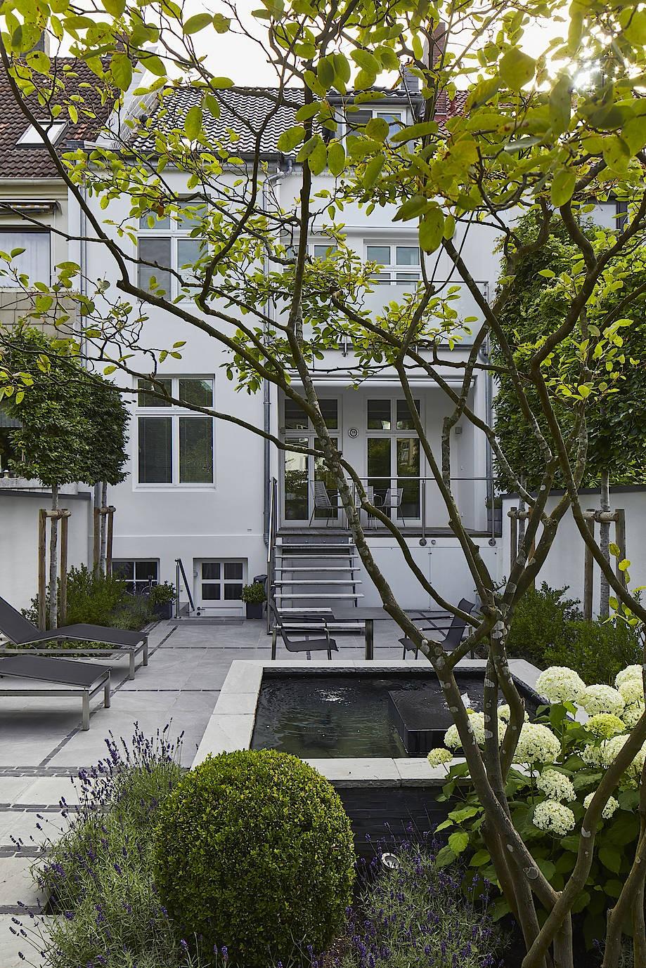 Landschaftsarchitektin Karin Schelcher hat den Garten eines Reihenhauses in Wilhelmshaven gestaltet.