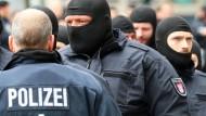 G-20-Gipfel: Beschwerden wegen Polizeiwillkür häufen sich.
