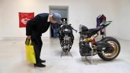Auf der Art Biennale Venedig 2019: Zersägtes Motorrad der Künstlerin Alexandra Bircken
