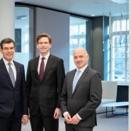 Brauchen Ausdauer: die Vorstände der Volksbank (v. l.) Jochen Kerschbaumer, Matthias Hildner und Jürgen Schäfer