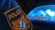 In Handschellen ist ein gesuchter Straftäter in der Wohnung von Bekannten im oberfränkischen Kulmbach aufgewacht. (Symbolbild)