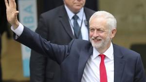 Corbyn fordert Rücktritt von May