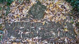 """Wie kann man eine Grabstätte """"kritisch kommentieren""""?"""