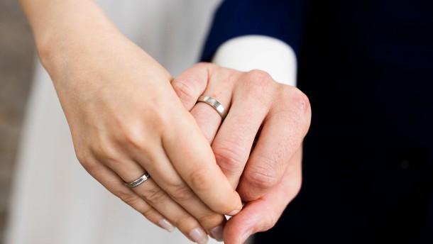Deutlich weniger Hochzeiten wegen Corona-Pandemie