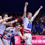 Die österreichische Mannschaft siegt bei der Handball-EM gegen Nordmazedonien und steigt somit in die Hauptrunde auf.