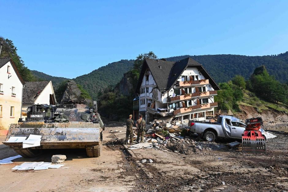 Zerstörtes Haus an der Ahr: Am Freitag war wenigstens noch gutes Wetter.