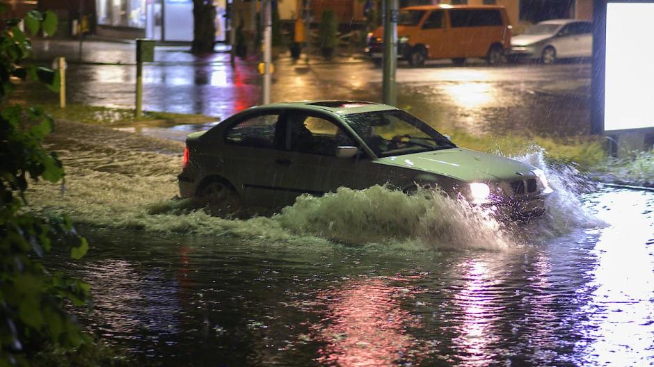 Überflutet: die Breite Straße in Berlin-Schmargendorf