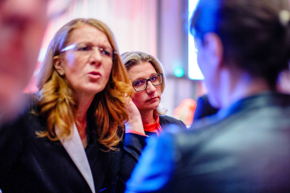 Kein Grund zum Feiern: SPD-Spitzenkandidatin Anke Rehlinger (Mitte)