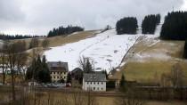 Skihang im sächsischen Holzhau: Viele Skiorte müssen sich aufgrund des fehlenden Schnees umorientieren.
