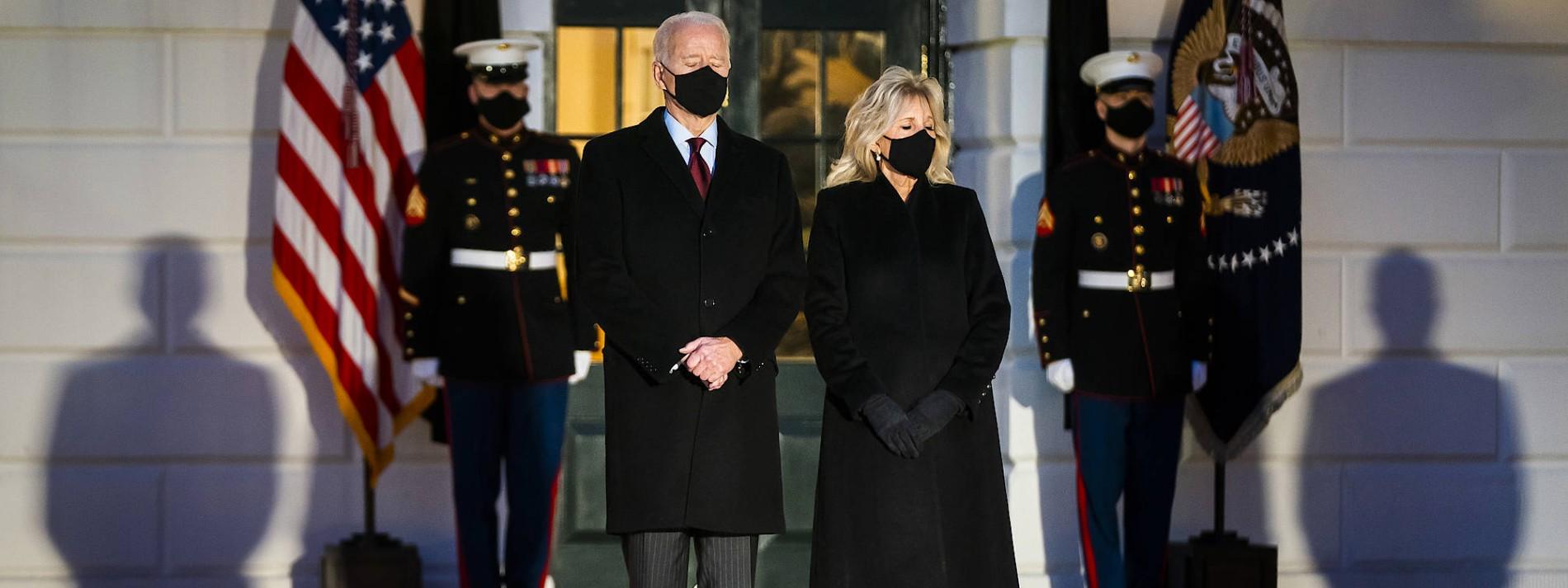 """Biden: """"Düsterer und herzzerreißender Meilenstein"""""""