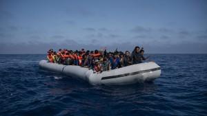Mehrheit der Deutschen will europäische Lösung des Flüchtlingsstreits