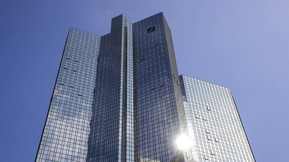 Ein Flaggschiff der Frankfurter Bankenbranche: Die Deutsche Bank will tausende Stellen abbauen.