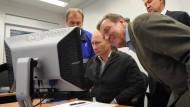 Ein Freund, ein guter Freund: Putin, Schröder und Miller 2011 in Wyborg