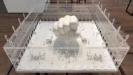 "Simon Fujiwaras ""It's a Small World (The Square)"" (2019) auf der Istanbul Biennale"