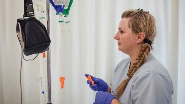 Malisa Donglagic - Im Kampf gegen den Pflegenotstand werden ausländische Fachkräfte angeworben. Eine Pflegerin, die vor einem Jahr zum Arbeiten aus Bosnien nach Deutschland kam, im Gespräch mit Barbara Wege.