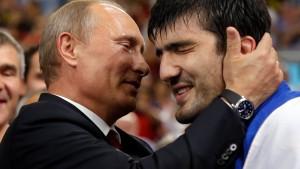 Putin: Pussy-Riot nicht zu hart bestrafen