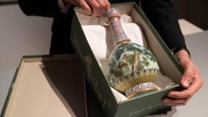 Die Vase im Schuhkarton