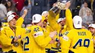 Die Schweden feiern ihren Titel.