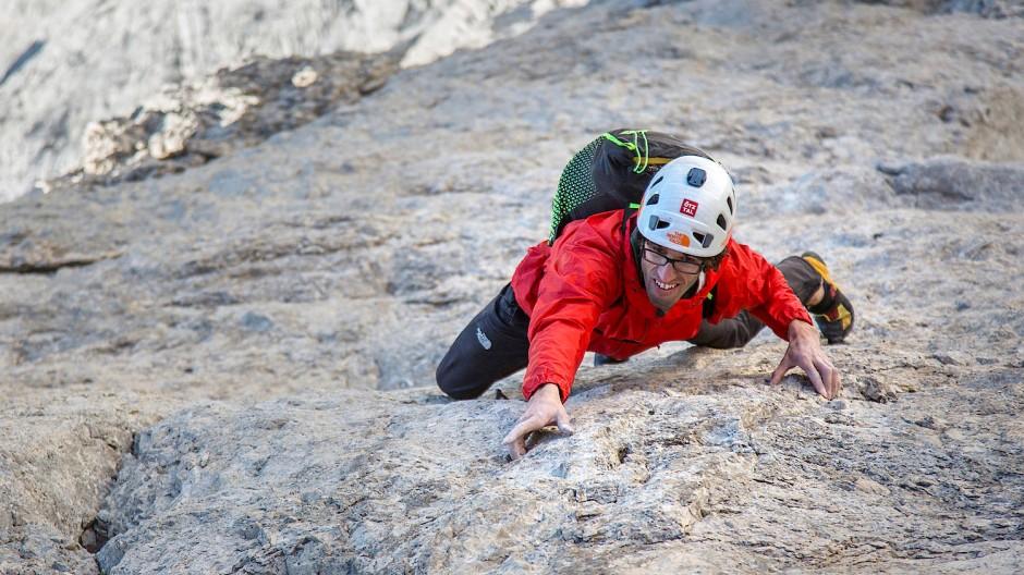 Der Kletterer Hansjörg Auer kennt das wunderbare Gefühl, wie es ist, eine Steilwand ohne Nachdenken zu bezwingen. Manchmal reicht es auch schon, wenn er sich das nur vorstellt.