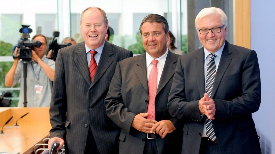 SPD-Troika: der einstige Bundesfinanzminister Peer Steinbrück, der Parteivorsitzende Sigmar Gabriel und der Fraktionsvorsitzende im Bundestag, Frank-Walter Steinmeier (von links)