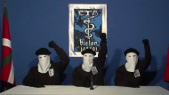 Ende des Schreckens: Maskierte Eta-Mitglider erklären in einer Pressekonferenz im Oktober 2011, dass sie ihre 43 Jahre andauernde Gewaltkampagne gegen den spanischen Staat einstellen.