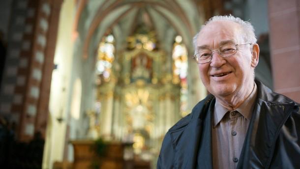Pater Benno macht das Licht aus