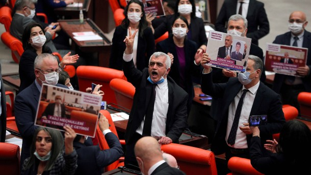 Türkische Justiz leitet Verbotsverfahren gegen HDP ein