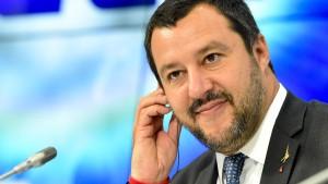 Italiens Innenminister Salvini droht mit Veto