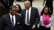 """Ankunft im Gerichtssaal am Montag: Bei einem Schuldspruch drohen """"America's Dad"""" bis zu zehn Jahre Haft."""