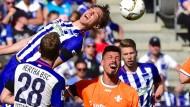"""Darmstädter Held: Sandro Wagner (Mitte) schießt die """"Lilien"""" gegen seinen alten Klub zum Klassenverbleib"""