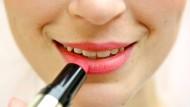 """Ein neuer Trend: Geschminkt so aussehen, als sei man """"nude"""", also nackt und ungeschminkt ."""