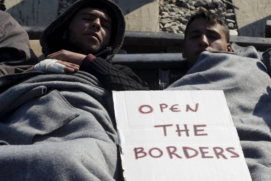 """""""Öffnet die Grenzen"""": Viele sogenannte """"Flüchtlingsaktivisten"""" ermutigen die Menschen mit allen Mitteln die Grenzen zu überschreiten."""