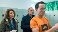 Bibi Fellner (Adele Neuhauser) und Moritz Eisner (Harald Krassnitzer) folgen Markus Hangl (Laurence Rupp) zum Spint.