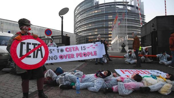 EU-Parlament stimmt für umstrittenen Ceta-Vertrag