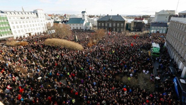 Zehntausende fordern Rücktritt von isländischem Regierungschef