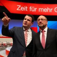 Begutachtung der Dortmunder Westfalenhalle einen Tag vor dem SPD-Parteitag: Generalsekretär Hubertus Heil (links) mit Spitzenkandidat Martin Schulz
