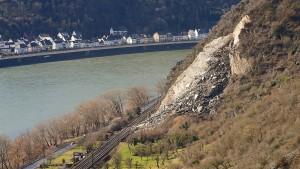Auch zweites rechtsrheinisches Gleis nach Felssturz wieder frei