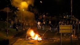 Gewaltsame Zusammenstöße zwischen Polizisten und Katholiken in Nordirland