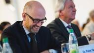 Unter Druck: CDU-Generalsekretär Peter Tauber (M.), hier am Samstag in Würzburg bei einem Kongress der CDU und der CSU