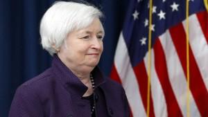 Hoffnung auf höhere Zinsen stärkt den Dollar