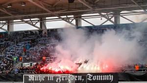 Leichtes Spiel für Nazis und Hooligans